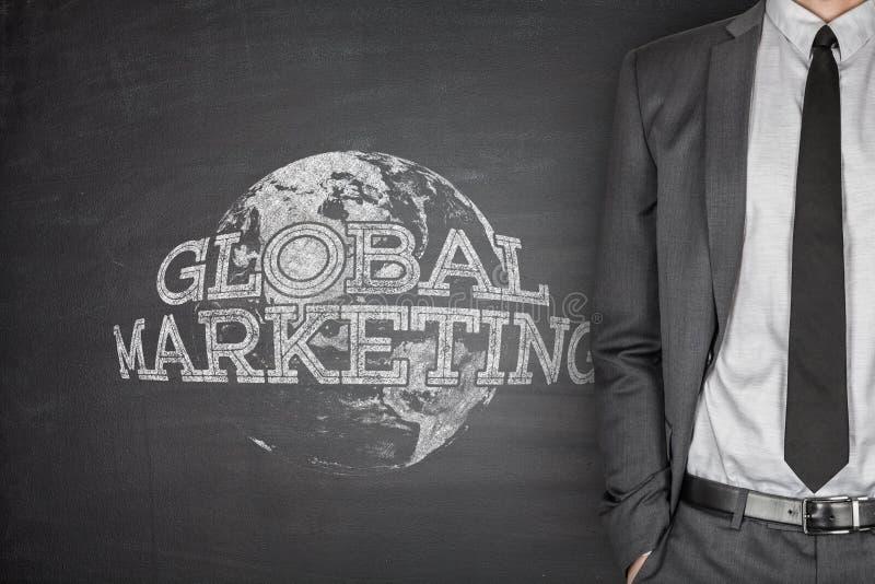 Concetto globale di vendita sulla lavagna fotografia stock