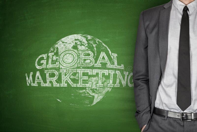 Concetto globale di vendita sulla lavagna fotografie stock libere da diritti