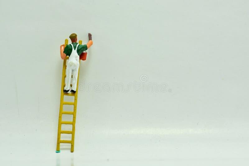 Concetto, gruppo dei pittori, su un fondo bianco fotografia stock