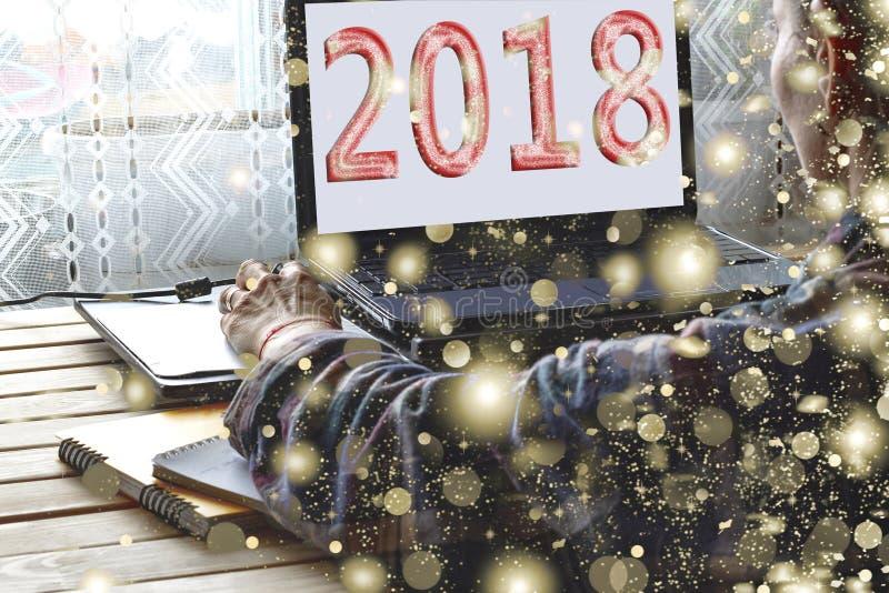Concetto: Inizio del nuovo anno 2018,2019 free lance, computer portatile, casa festa, fine su, spazio della copia illustrazione vettoriale