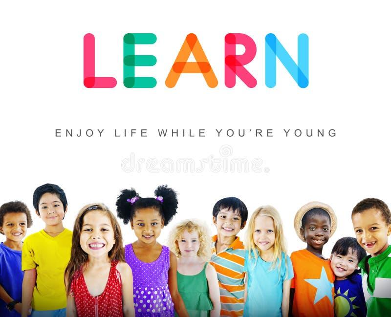 Concetto innocente dei giovani del bambino dei bambini dei bambini fotografie stock libere da diritti
