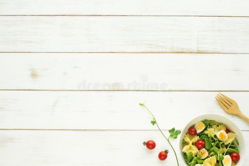 Concetto leggero del pasto di estate Copi lo spazio fotografie stock libere da diritti