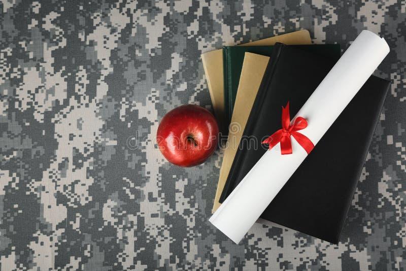 Concetto militare di istruzione Libri, carta del rotolo immagine stock libera da diritti