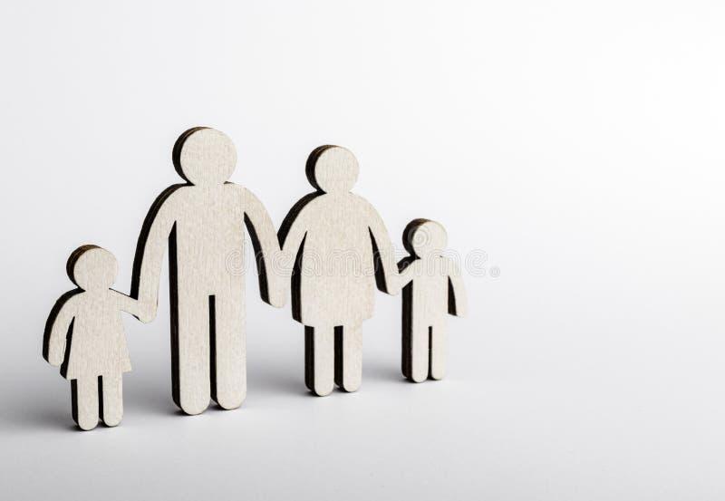Concetto 'nucleo familiare' Figure di legno immagini stock libere da diritti