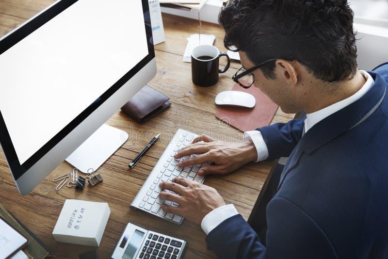 Concetto occupato di Working Using Computer dell'uomo d'affari immagine stock libera da diritti