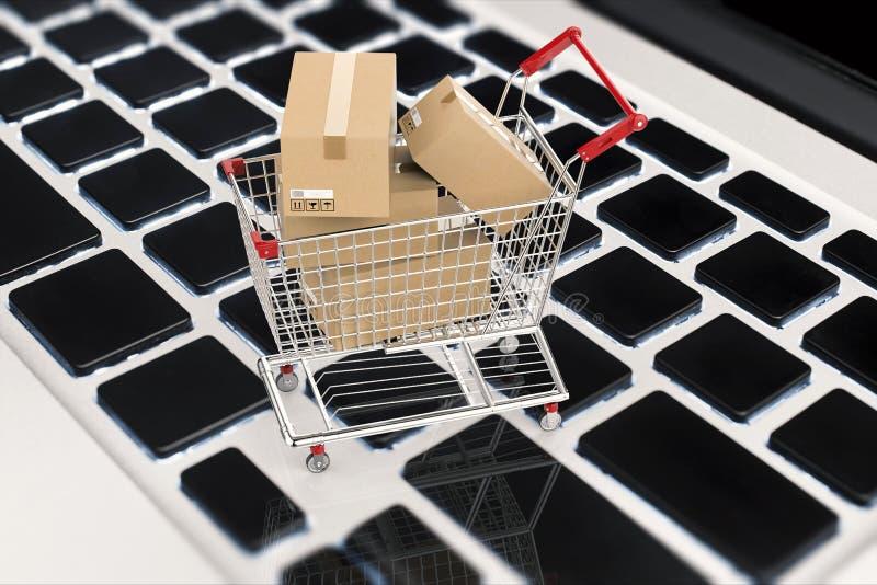 Concetto online di acquisto con i contenitori di cartone in carrello illustrazione di stock