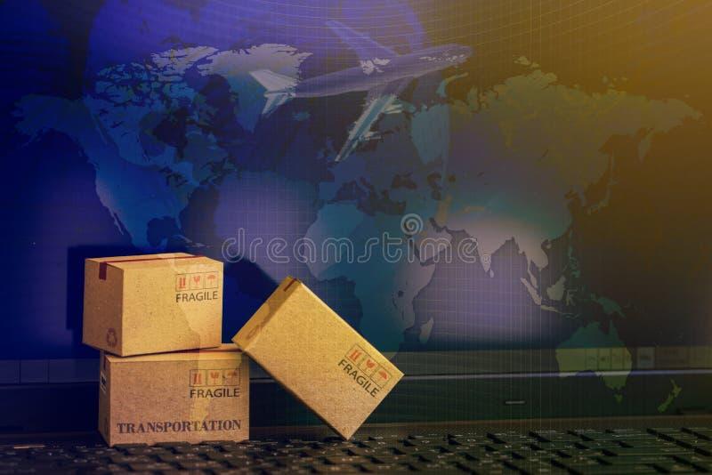 Concetto online di acquisto delle scatole di cartone che ingrassano taccuino K fotografia stock libera da diritti