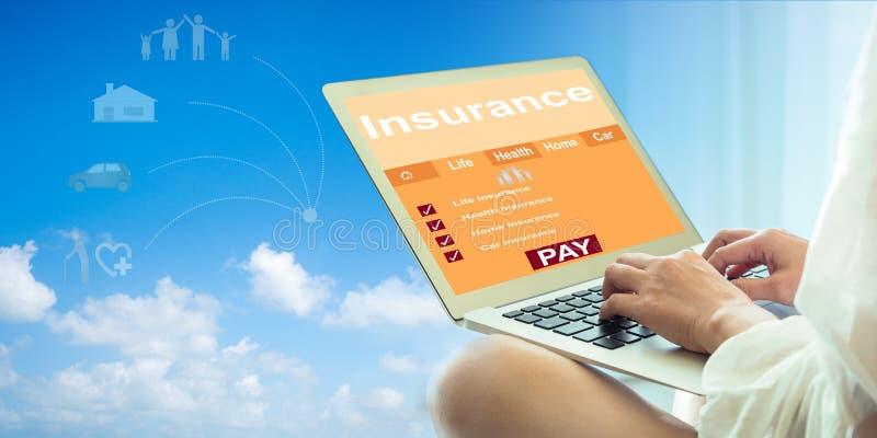 Concetto online di assicurazione immagini stock libere da diritti