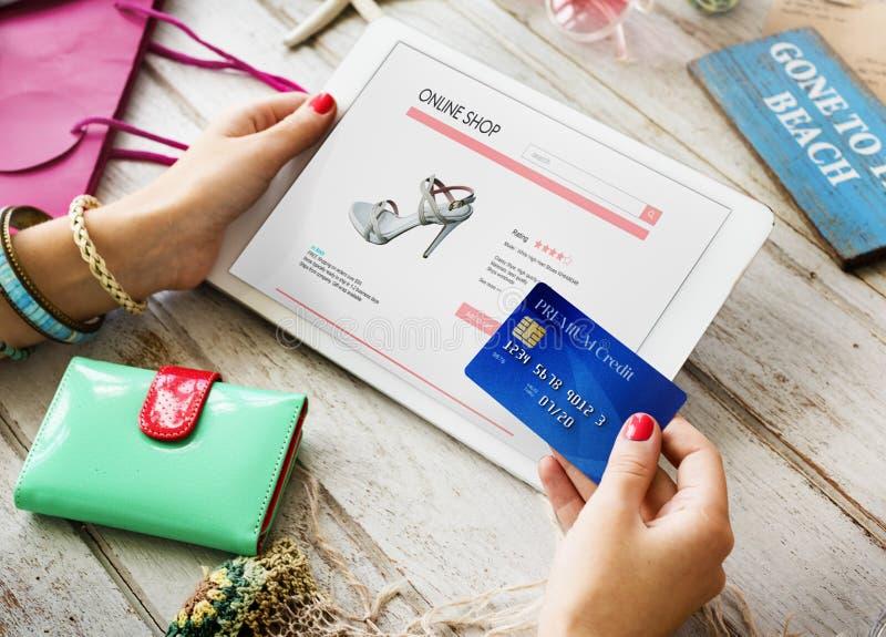 Concetto online di compera della carta di credito del negozio di pagamento fotografia stock libera da diritti