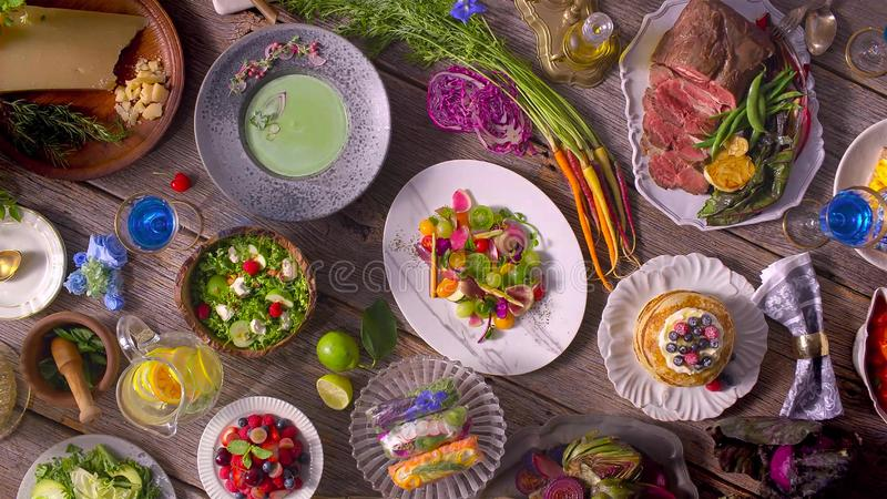Concetto organico delizioso sano del pasto della Tabella dell'alimento fotografia stock libera da diritti