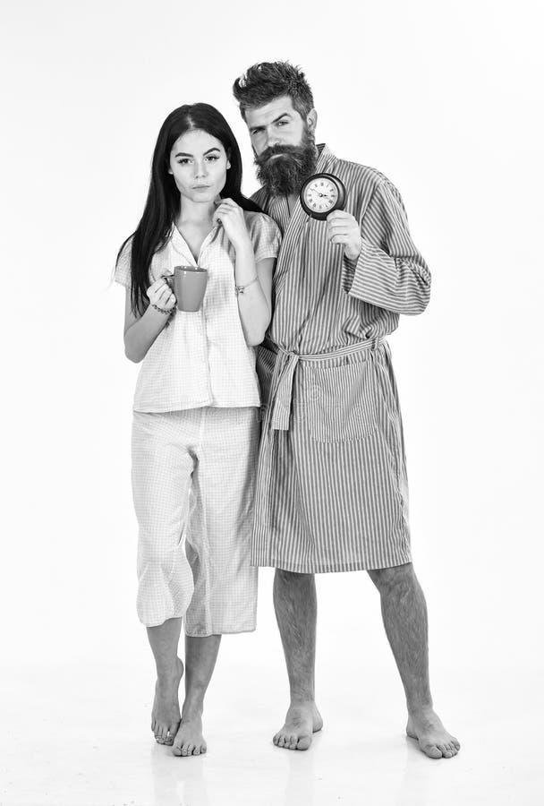 Concetto perfetto di mattina Le coppie, famiglia hanno svegliato in tempo Coppie nell'amore, giovane famiglia in pigiama, support fotografie stock libere da diritti