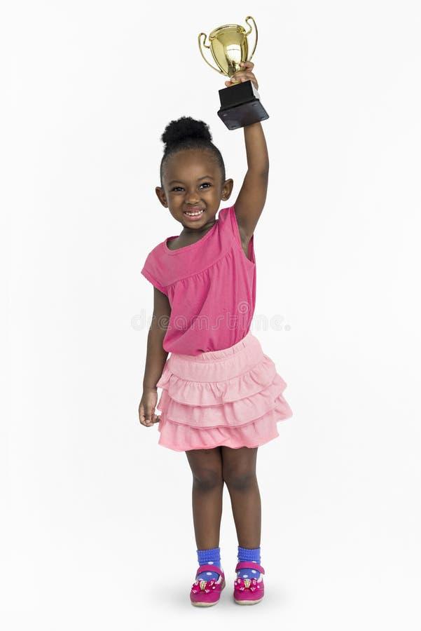 Concetto premiato del ritratto della ricompensa del premio vinto ragazza africana fotografia stock