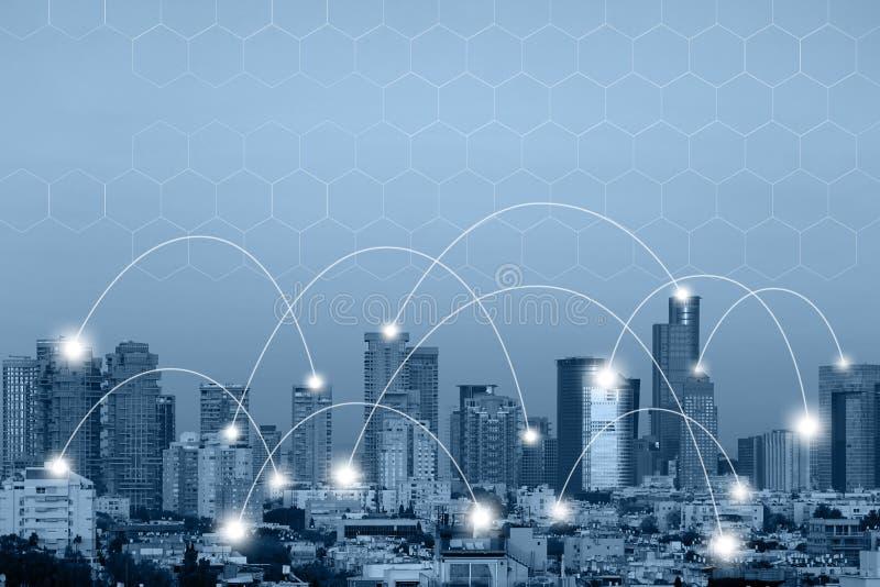 Concetto senza fili della rete di comunicazione Colleghi i dispositivi wireless globali fotografie stock