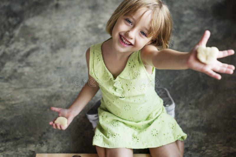 Concetto sveglio di adolescenza di felicità della bambina fotografie stock
