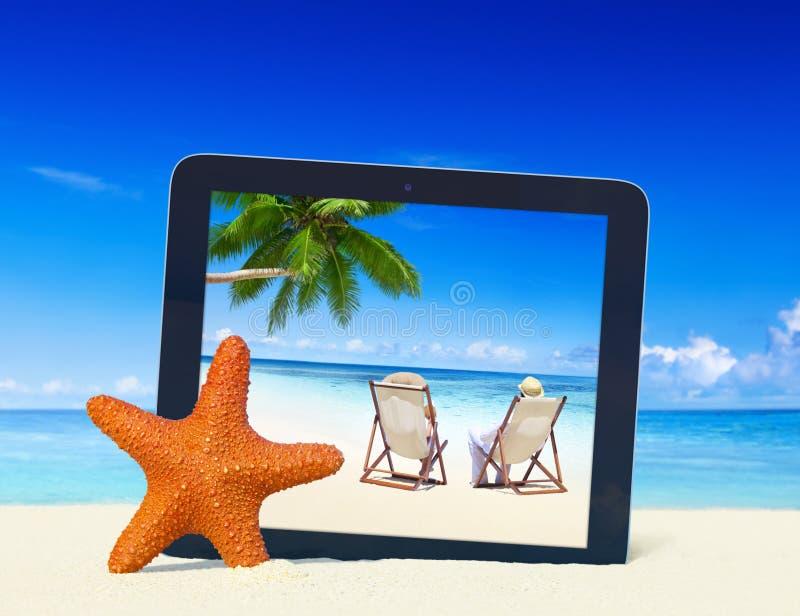 Concetto tropicale della struttura della compressa di Digital della spiaggia di estate di paradiso immagine stock