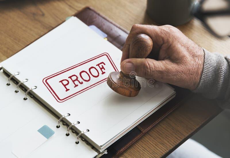 Concetto valido di autenticazione di verità di Comfirmation della prova fotografia stock