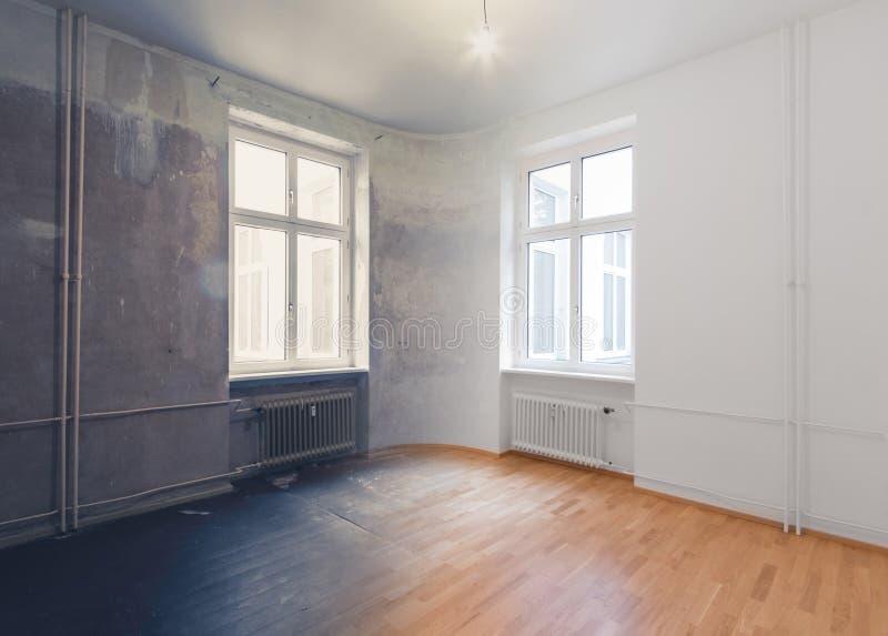 Concetto vuoto di rinnovamento della stanza - prima e dopo - fotografie stock