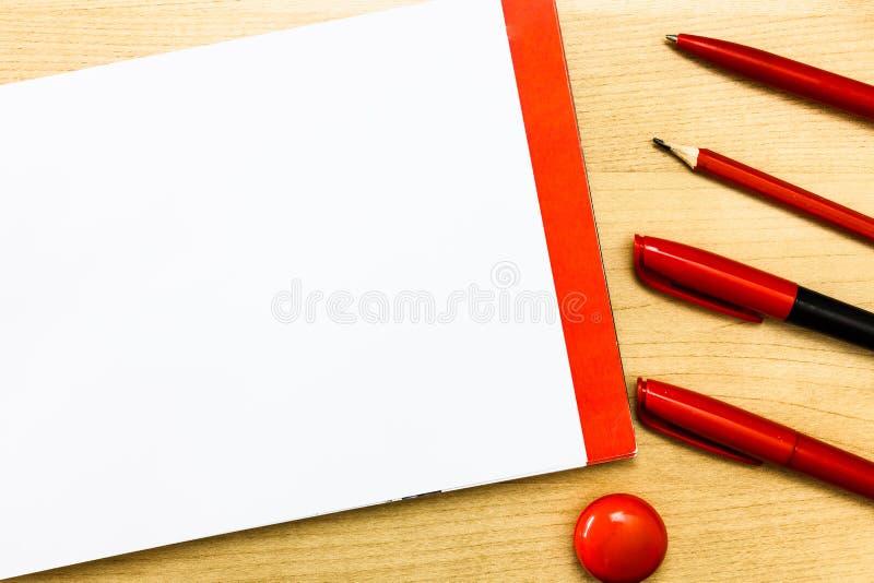 Concevez le texte vide de l'espace de copie d'affaires pour la protection de croquis d'isolement par promotion de blanc de calibr photographie stock libre de droits