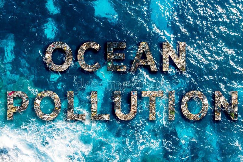 Concevoir le texte environnemental Eau polluée par les océans avec les déchets plastiques et humains photos stock