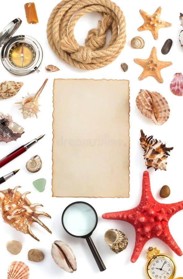 Concha marina y pergamino en blanco fotografía de archivo libre de regalías