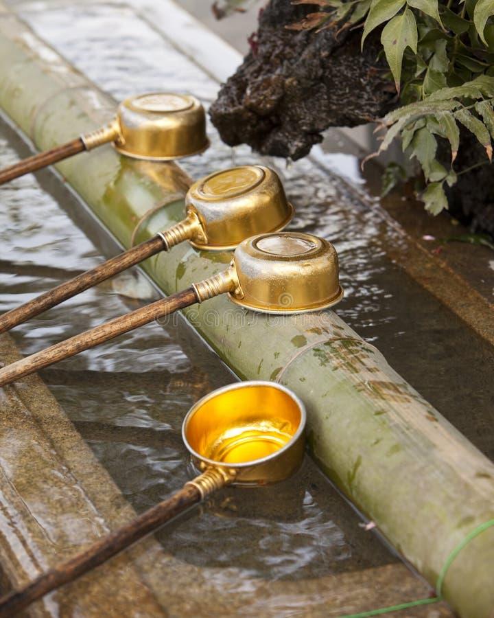 Conchas xintoísmos da purificação do santuário foto de stock