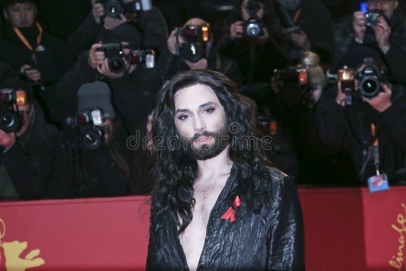 Conchita Wurst komt voor de het sluiten ceremonie aan royalty-vrije stock foto