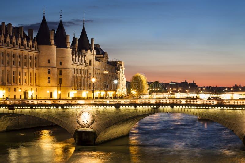 Conciergerie di notte, Parigi, Francia fotografie stock libere da diritti