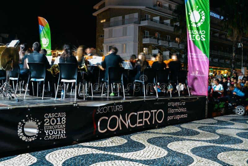 Concierto de la música clásica al aire libre realizado por la orquesta filarmónica portuguesa como parte de la cultura joven de C fotos de archivo