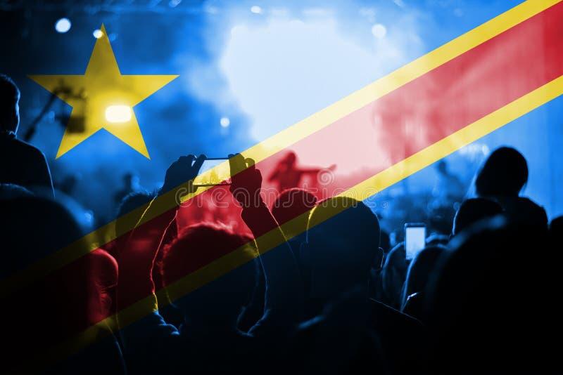 Concierto de la música en directo con la mezcla de la bandera del dr Congo en fans imágenes de archivo libres de regalías