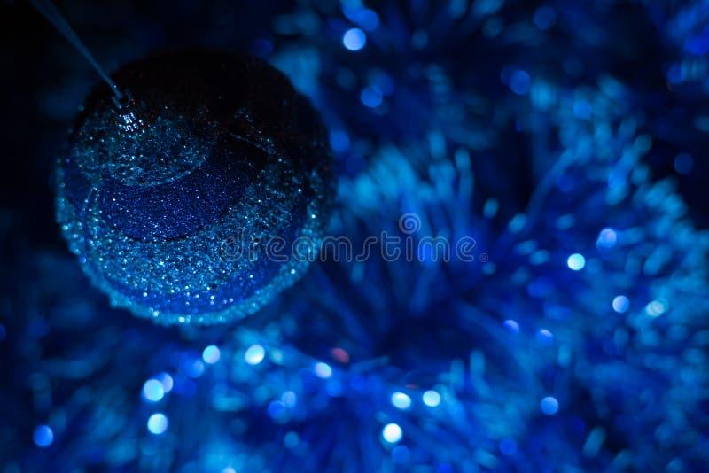 Concierto de la Navidad con los accesorios azules fotografía de archivo