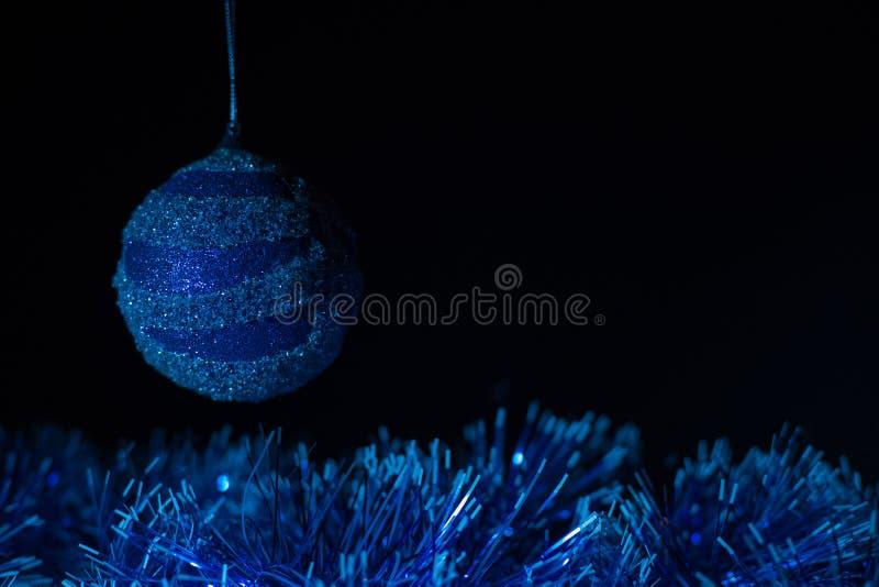 Concierto de la Navidad con los accesorios azules imagen de archivo libre de regalías