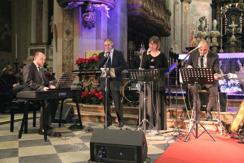 Concierto de la Navidad en la ciudad de Busto Arsizio imagenes de archivo