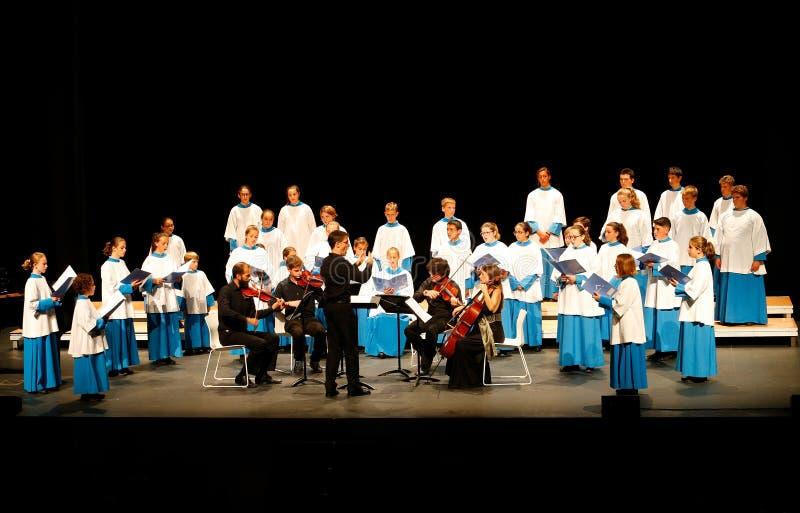Concierto de la Navidad por el espectáculo coral joven de Blavets de lluc de las voces imagen de archivo libre de regalías