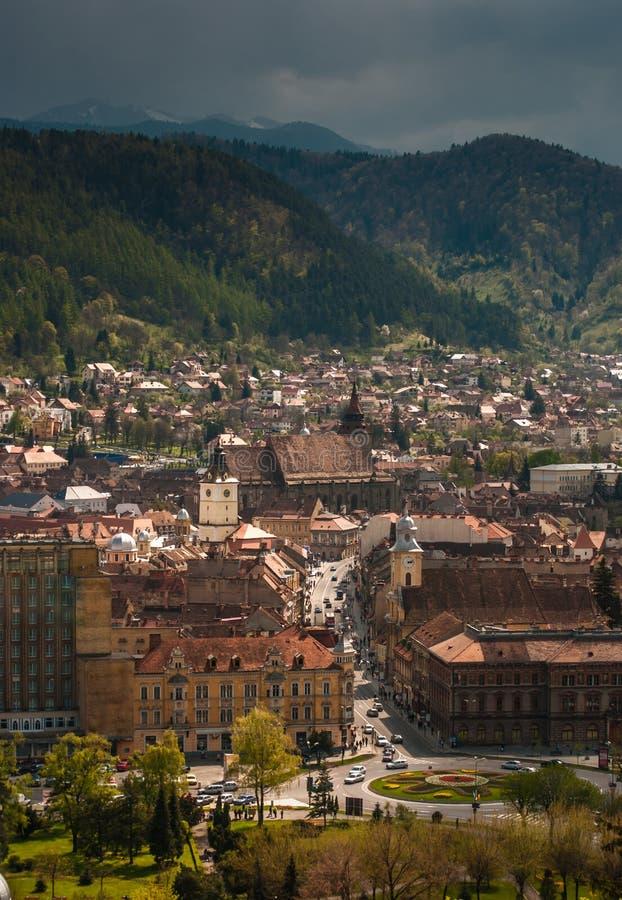 Vista aerea del centro urbano di Brasov fotografia stock