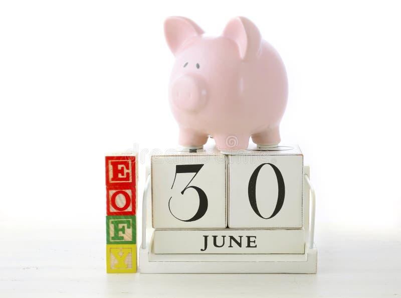 Download Conclusione Del Concetto Di Risparmio Di Anno Finanziario Immagine Stock - Immagine di vendita, preventivo: 55352567