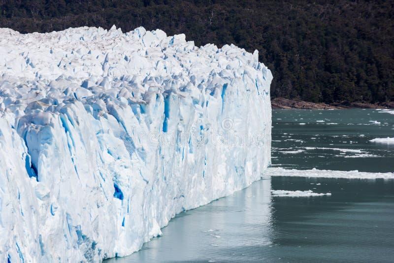 Conclusione della parete del ghiacciaio in acqua pura nel Sudamerica fotografia stock