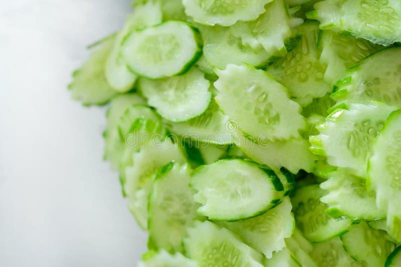 Concombre coupé en tranches image stock