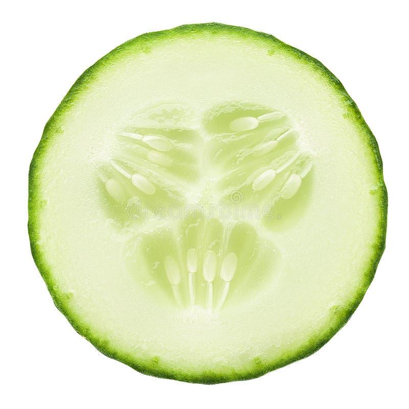 Concombre juteux frais de tranche sur un fond blanc, d'isolement photos stock