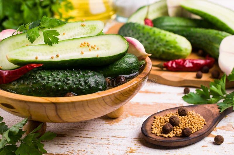 Concombre traditionnel en marinade photos libres de droits