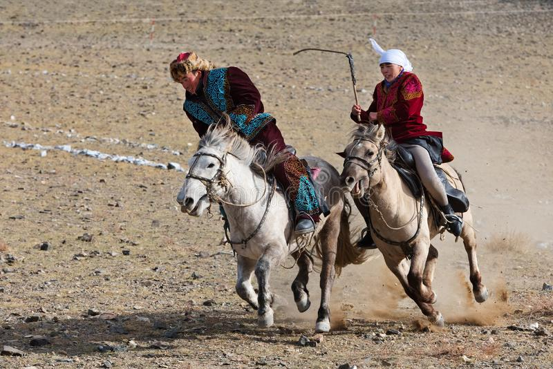 Concorrenza di equitazione durante il festival dell'aquila reale immagine stock libera da diritti