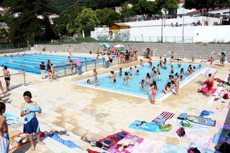 Concorrenza di nuoto della scuola immagini stock libere da diritti