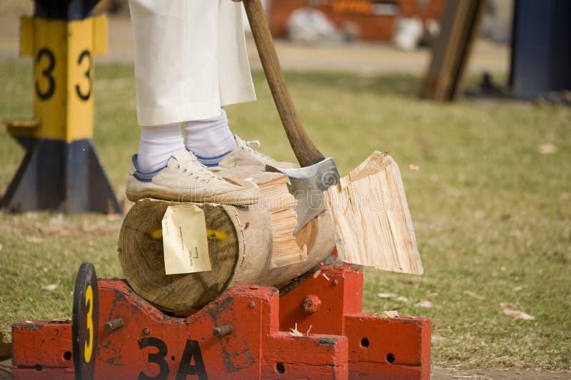 Download Concorrenza di Woodcutting fotografia stock. Immagine di maniglia - 21110816