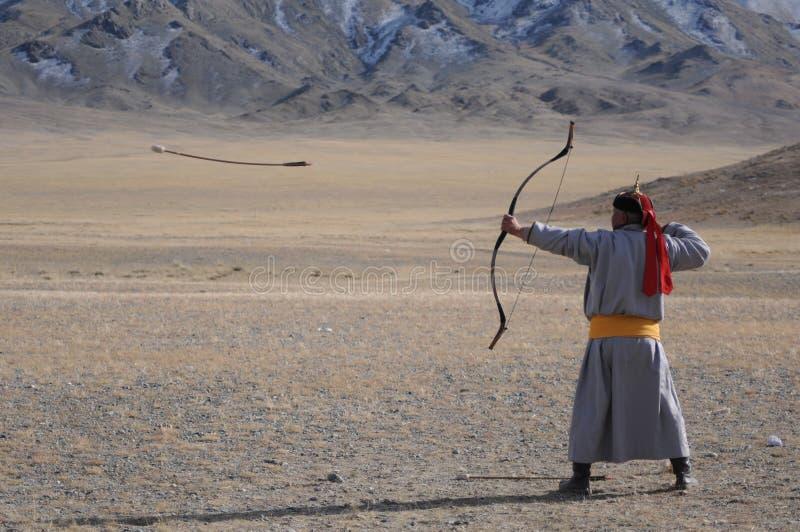Concours de tir à l'arc pendant le festival d'aigle d'or en Mongolie photos stock