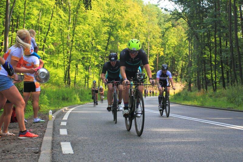 Concours de triathlon sur la piste cyclable photos libres de droits