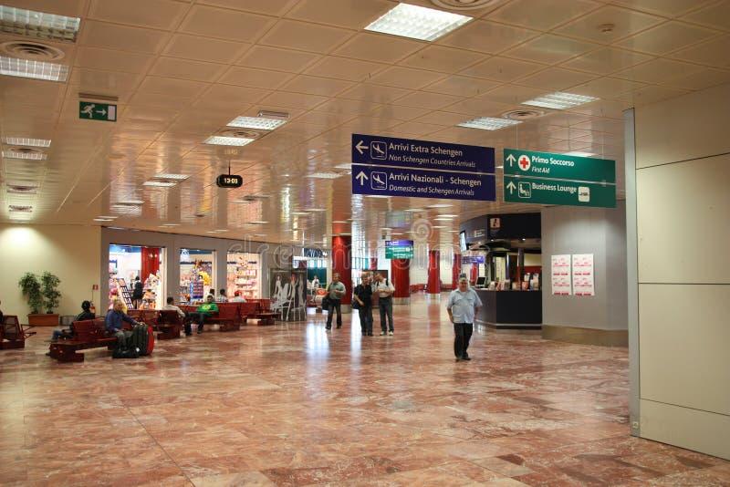 Concourse dell'aeroporto fotografie stock libere da diritti