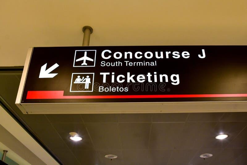 Concourse J w Południowy Śmiertelnie przy Miami lotniskiem międzynarodowym fotografia royalty free