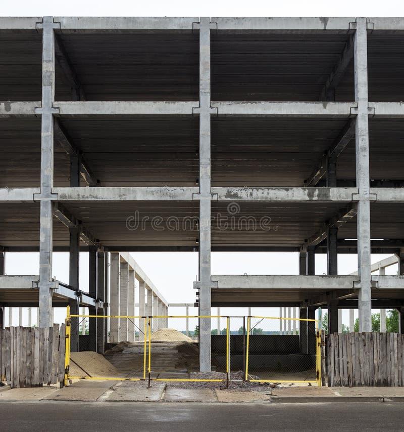 Concreet kader van het toekomstige gebouw in bouwsi royalty-vrije stock fotografie