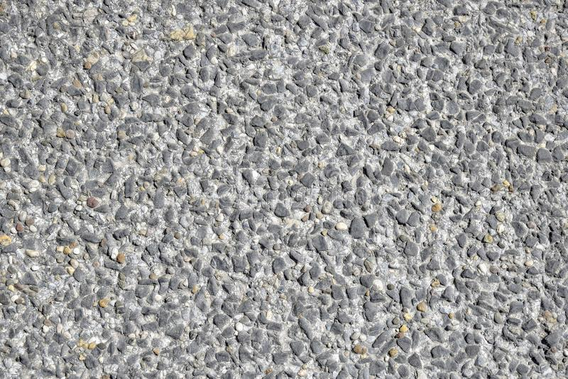 Concrete bestrating Kleine kiezelstenen stock fotografie