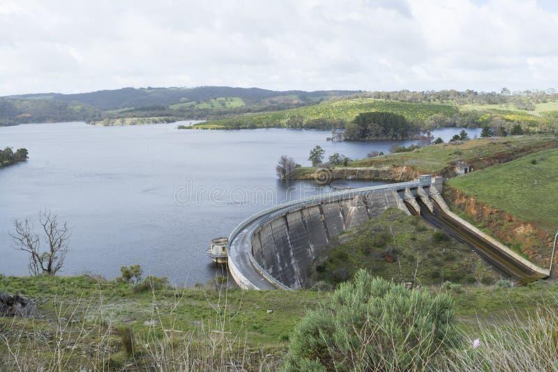 Concrete Boogdam, Myponga-Reservoir, Zuid-Australië royalty-vrije stock fotografie