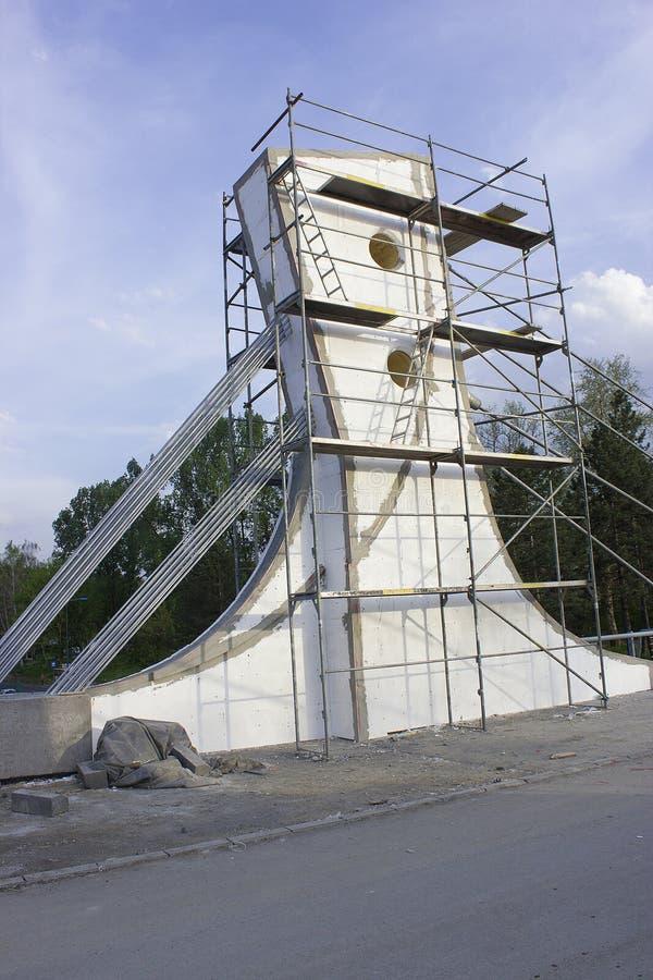Concrete brug in aanbouw stock afbeeldingen